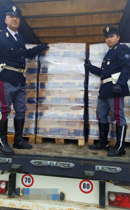 Polstrada ferma Tir carico di bibite rubate. Arrestato l'autista