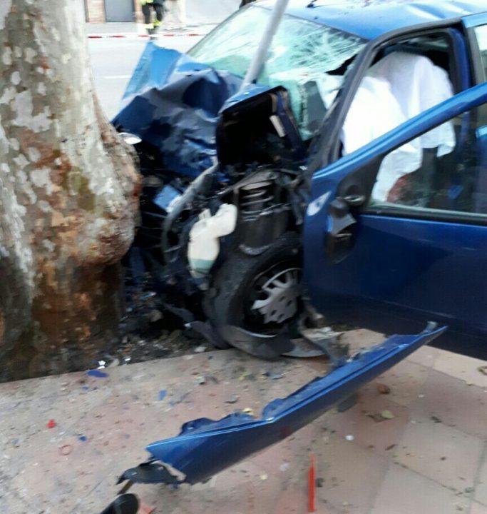 Si schianta contro un albero, muore ragazza di 20 anni
