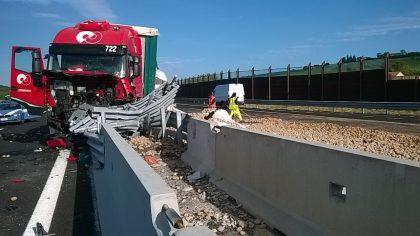 Distesa di patate in A14. Camion si schianta sul New Jersey