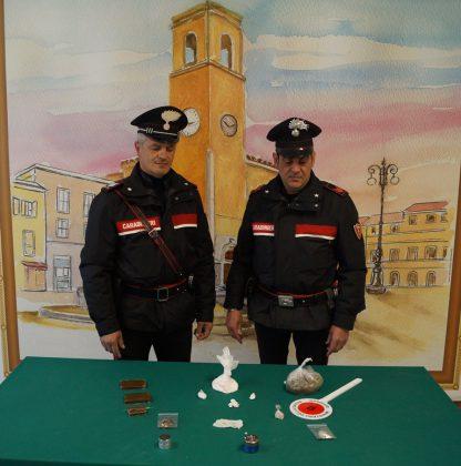 Bazar della droga in casa dei genitori (ignari). Arrestato