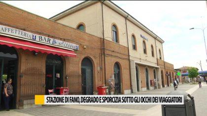 Stazione di Fano, degrado e sporcizia sotto gli occhi dei viaggiatori