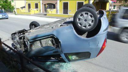 Incidente autonomo sulla Flaminia, auto si rovescia