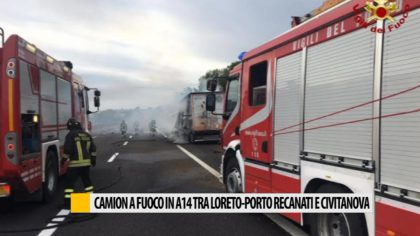 Camion a fuoco in A14 tra Loreto-Porto Recanati   – VIDEO