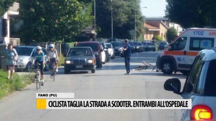 Ciclista taglia la strada a uno scooter, entrambi all'ospedale  – Video