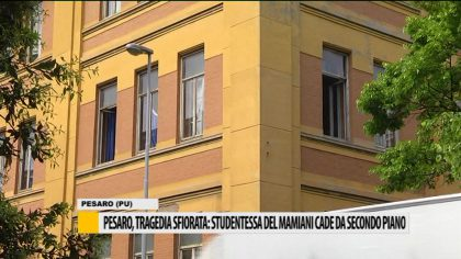 Pesaro, tragedia sfiorata: studentessa del Mamiani cade dal secondo piano