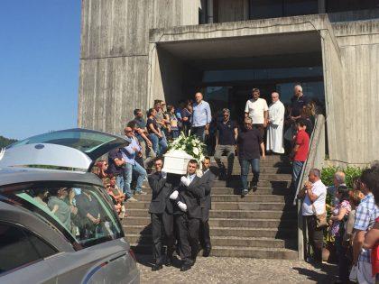 Bimbo morto: parroco ai funerali, 'giocherà con gli Angeli'