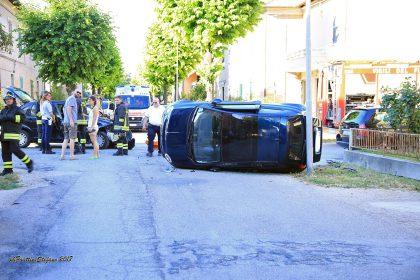 Schianto tra due auto nel solito incrocio a San Lazzaro