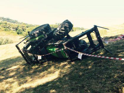 Novilara, trattorista perde la vita sul lavoro – VIDEO