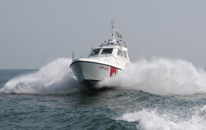 Baia Flaminia Pesaro. 50 enne rischia di annegare salvata dai bagnanti