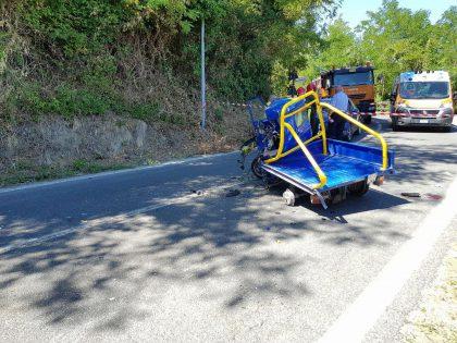 Ape 50 contro un camion, 16enne trasportato al Torrette di Ancona