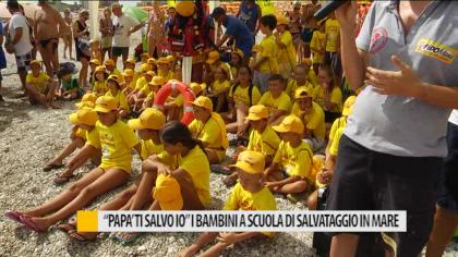 """""""Papà ti salvo io"""": i bambini a scuola di salvataggio in mare – VIDEO"""