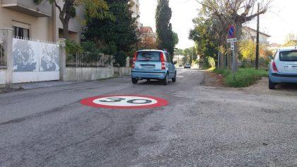 """Segnaletica orizzontale, in città spuntano i """"Bolloni anti eccesso di velocità"""""""