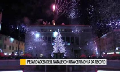 Pesaro accende il Natale con una cerimonia da record – VIDEO