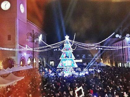 Natale Più: Babbo Natale apre  la sua casetta anche nei Giardini Amiani