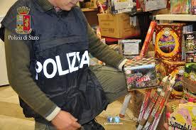 Maxi sequestro botti ad Ancona. Oltre mille pezzi, 50 kg in 'negozio' abusivo