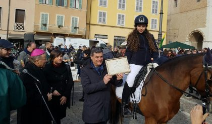 Equitazione, giovane fanese premiata dal Comune