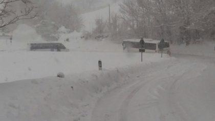 Entroterra colpito dal Blizzard e sepolto dalla neve. Aggiornamenti continui su Fano TV