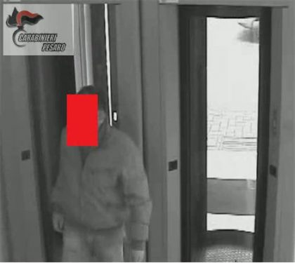 Rapina in banca a Pesaro – Le immagini diffuse dai carabinieri