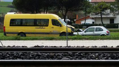 Marotta, auto contro scuolabus: feriti alcuni ragazzini – VIDEO