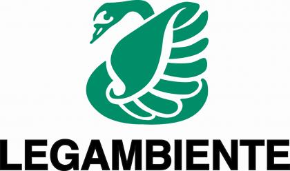 Acqua:dossier Legambiente, acqua bottiglia anomalia italiana Marche 34 concessioni, canoni applicati ad aziende irrisori