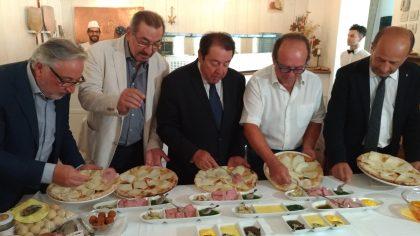 Ecco la Pizza Celebrativa Rossini e Raffaello, testimone della qualità marchigiana – VIDEO