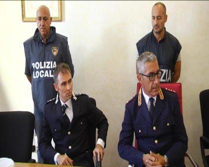 Pesaro, centri massaggi a luci rosse scoperti dalla polizia: due arresti – VIDEO
