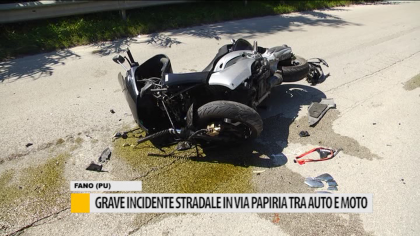 Grave incidente stradale in via Papiria tra auto e moto – VIDEO
