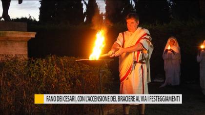 Fano dei Cesari, con l'accensione del braciere al via i festeggiamenti – VIDEO