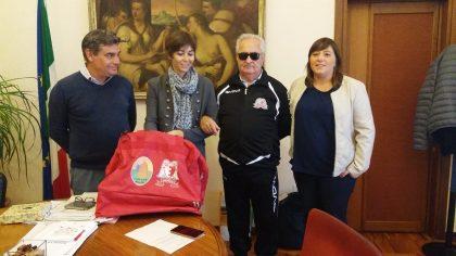 Borsoni sportivi in dono per la squadra di calcio a 5 ipovedenti di Fano
