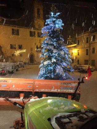 Neve in tutta la provincia. Scuole chiuse oggi a Urbino. Aggiornamenti in tempo reale
