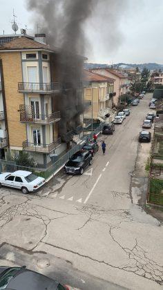 Incendio in un appartamento a Pesaro. A fuoco contatore elettrico