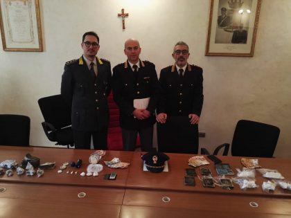 Urbino, lotta allo spaccio: polizia arresta 10 persone e sequestra 2kg di droga – VIDEO