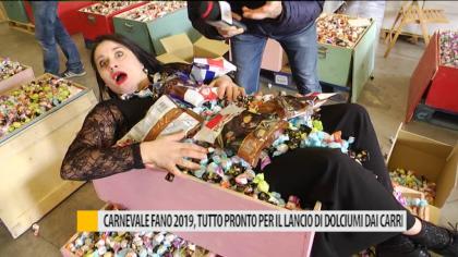 Carnevale Fano 2019, tutto pronto per il lancio di dolciumi dai carri – VIDEO