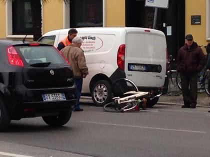 Anziana investita in bici, rintracciata l'auto