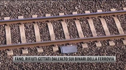 Qualcuno fermi i lanciatori di oggetti sulle rotaie del treno. Prima che accada l'irreparabile