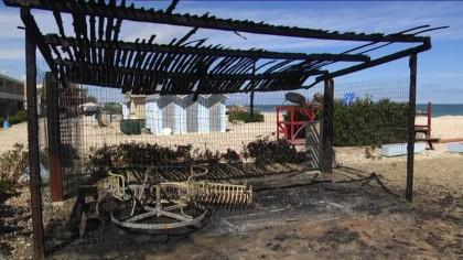 Incendi: fiamme anche alla Spiaggia dei Gabbiani