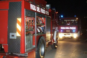 Incendio divampa in una fabbrica a Lucrezia di Cartoceto