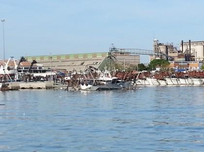 Maltempo: in Ancona affondati due pescherecci e danneggiati altri quattro