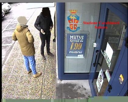 Spacciava davanti al bancomat per facilitare i pagamenti, arrestato un pusher