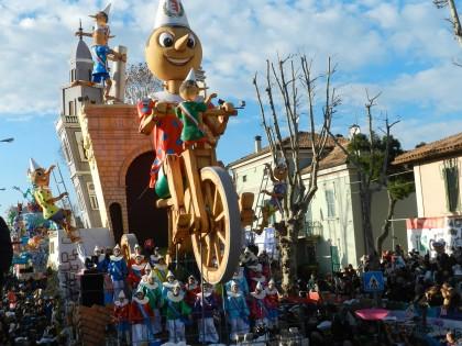 Domenica la prima sfilata dei carri allegorici, il mattino il Carnevale dei Nonni e quello Animal Friendly