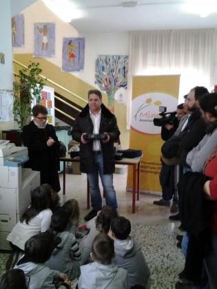"""Quattro videoproiettori per la Scuola dell'Infanzia e Primaria di Cuccurano: il dono dell'Associazione """"Mimosa"""""""