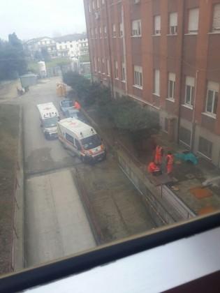 Si suicida gettandosi dal quinto piano dell'ospedale di Fano