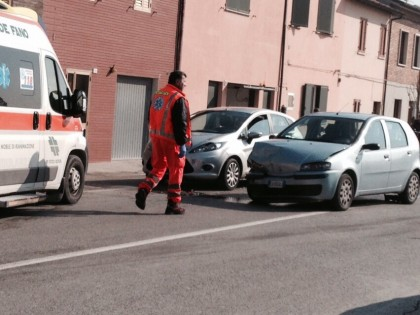 Incidente in via Pisacane. Ferita una donna