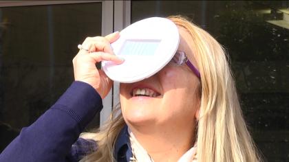 Naso all'insù per l'eclissi di sole. Tre telescopi al Torelli per seguire il fenomeno – VIDEO