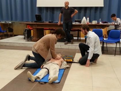 Corsi pel l'uso del defibrillatore all'istituto Battisti di Fano