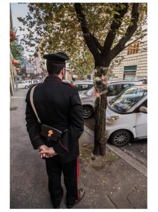 Roma, donna fanese trovata impiccata a un albero in centro