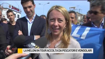 Giorgia Meloni in tour accolta da pescatori e vongolari – VIDEO