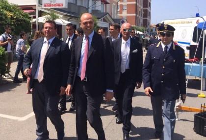 Il ministro Alfano visita lo stand della Polizia a Fano
