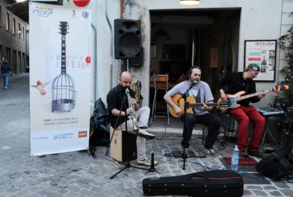 Hans Delbruck trio a Offucina