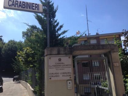 Lo fermano i Carabinieri, trovati 70 grammi di cocaina nascosti in auto. – VIDEO